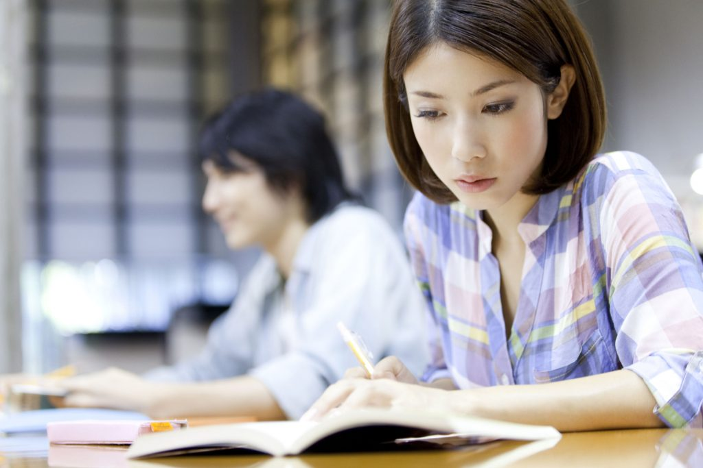 43022285 - university students to study in the library